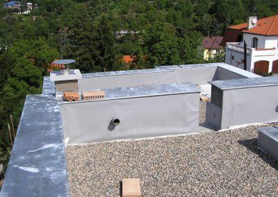 RD Praha Ďálbice. izolace ploché střechy mPVC Rhenofol, klempířské práce TiZn