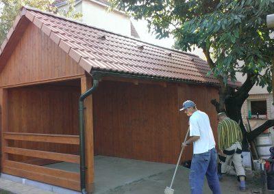 Zahradní chatka u RD Loděnice. Střešní krytina KMB Beta standard